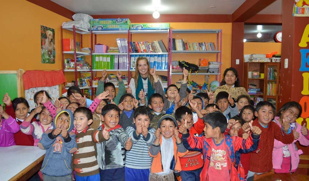English teacher with students in Peru