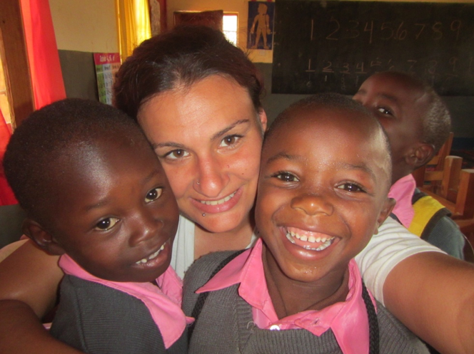 Lindsay posing with her ESL students in Tanzania
