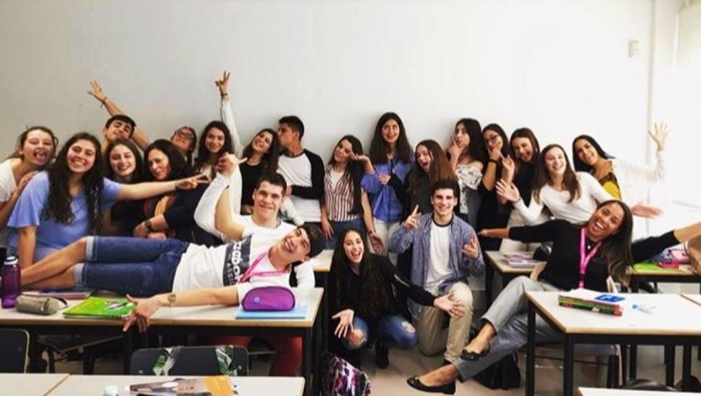 Natassia visiting a high school class in Lisbon 2