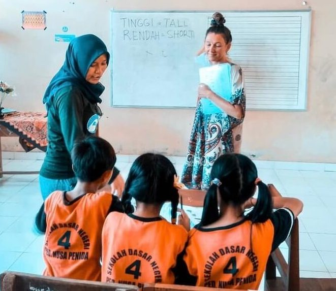 Kids doing a group activity in the classroom.