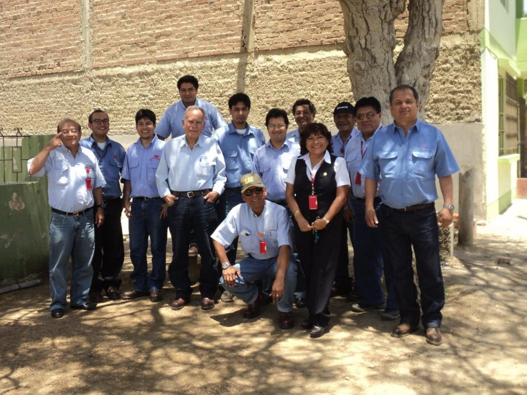 Niels, fifth from the right, with some of his colleagues at Petroperú