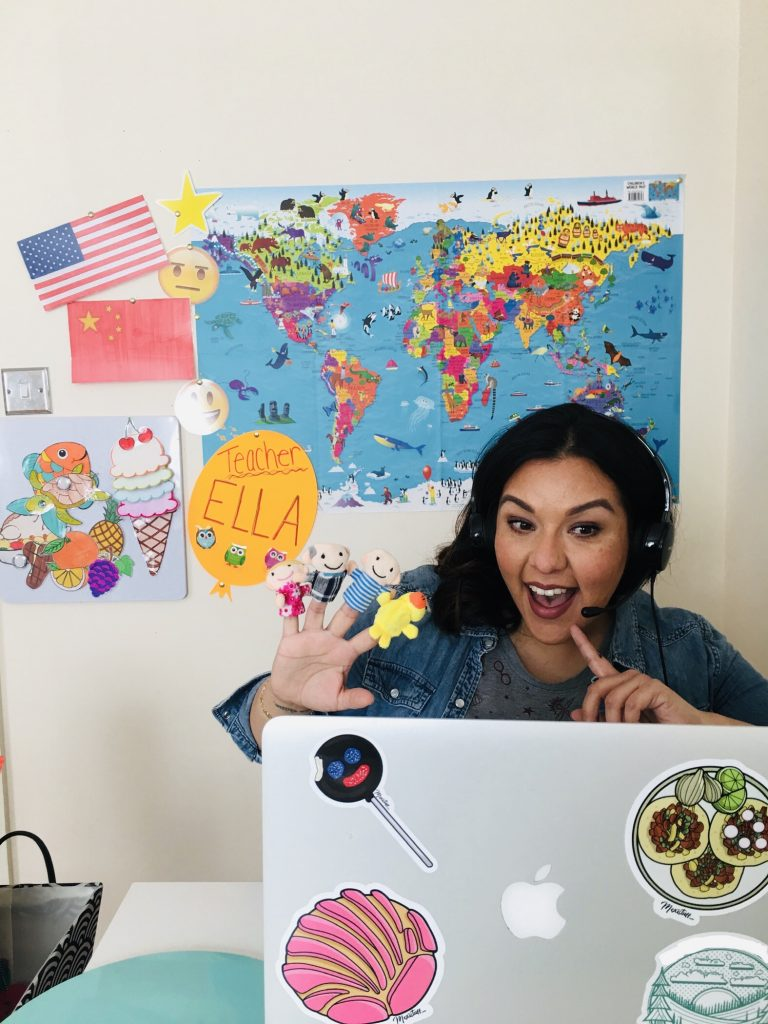 GoGoKid teacher Mari makes her online classes more engaging through her teaching backdrop and props.