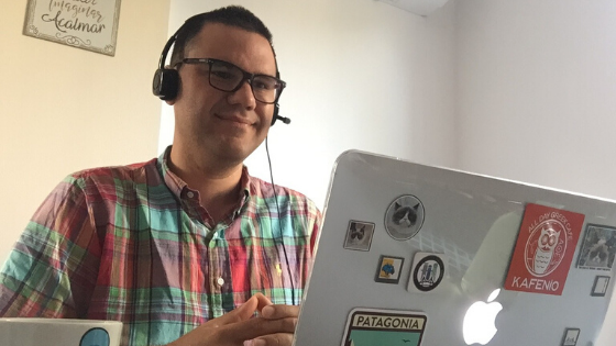 Jonathan, from Venezuela, teaching English online to students from different countries.