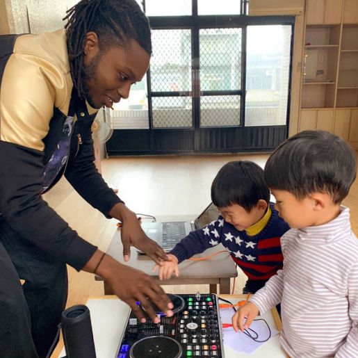 Lo-Fi Language Learning's founder, Miles shows his students his soundboard.