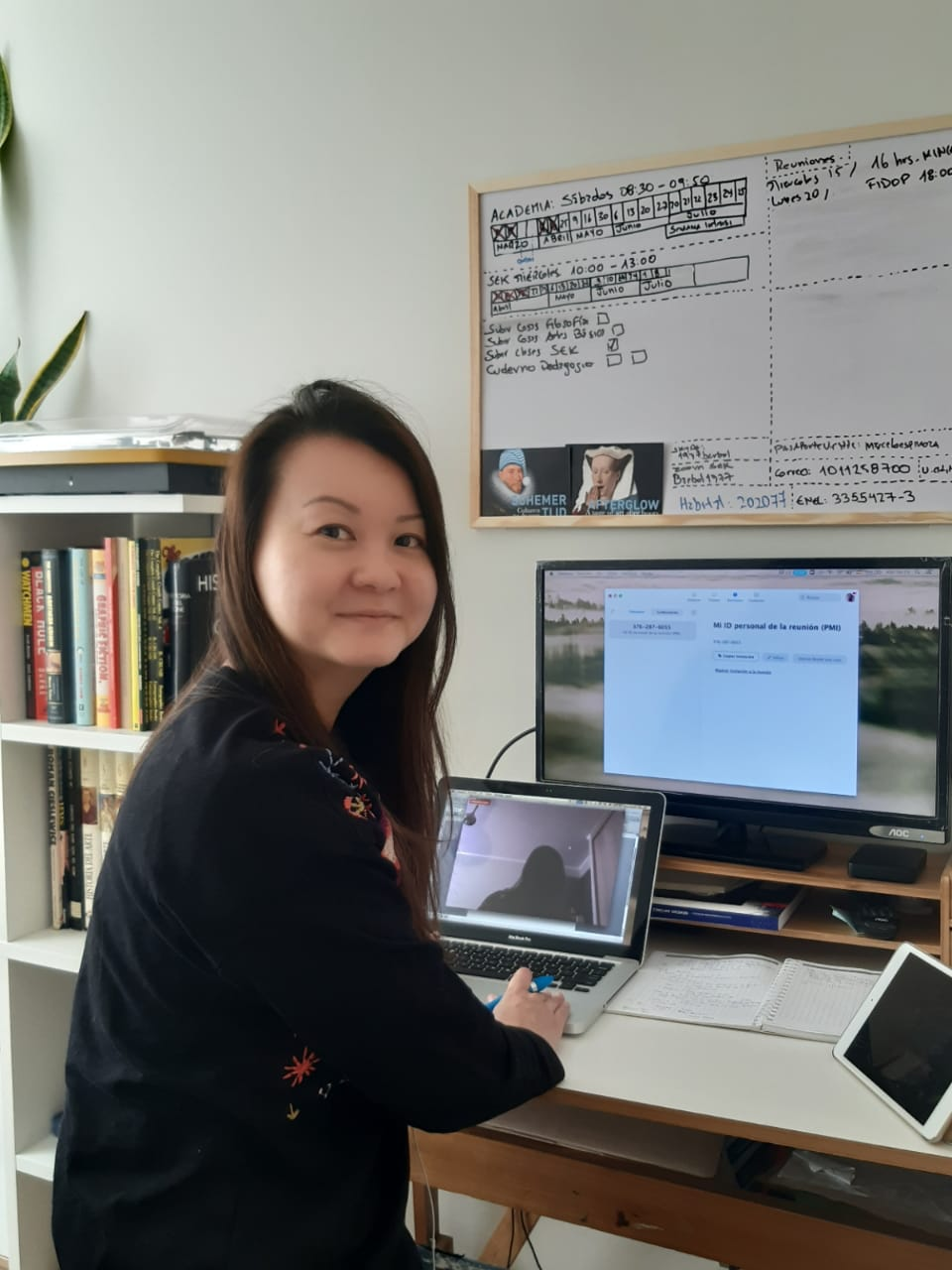 Elaine, from Singapore, gives online ESL classes to students in Chile