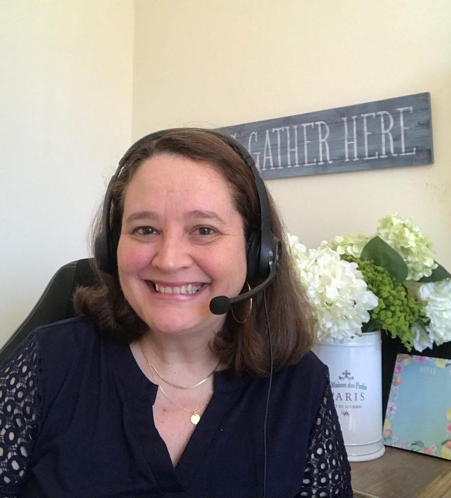 Luisa teaching English online