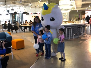 Kristie with some kids during a GOGOKID event